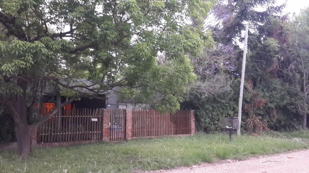 casa con galpon en longchamps