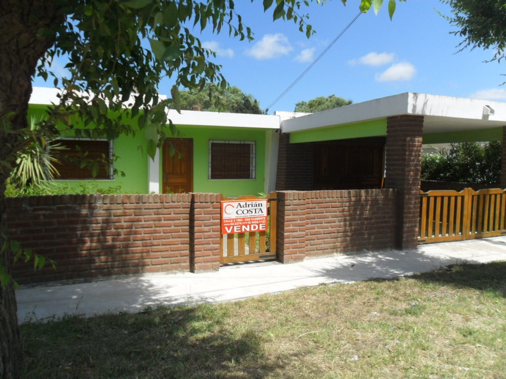 casa con garage en calle 9 e/ 25 y 26 (cod. 864)
