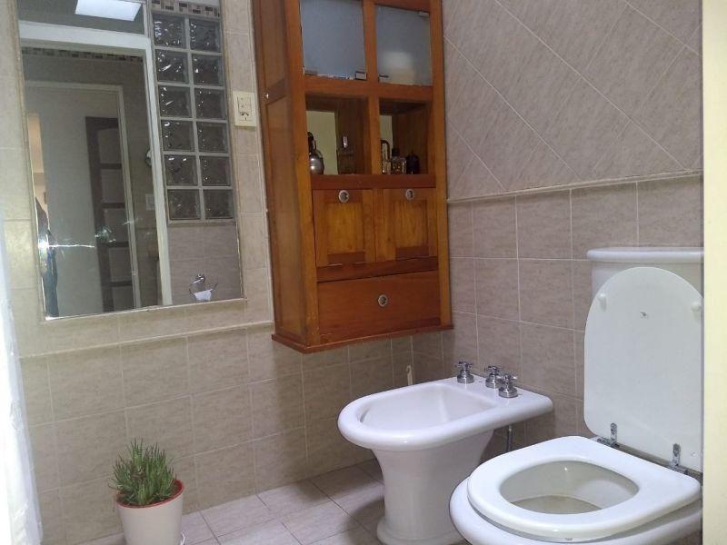 casa con gran parque, 3 dormitorios, 2 baños, cocina, garaje