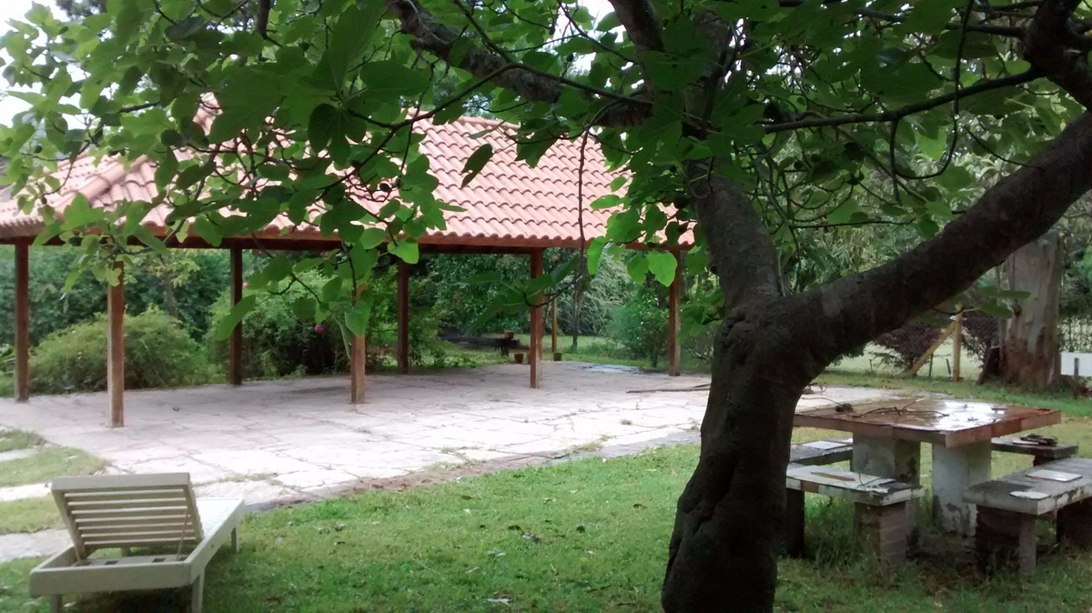 casa con hermoso parque