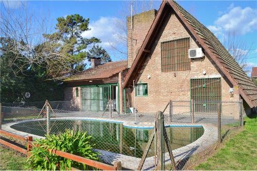 casa con inmenso lote y piscina!