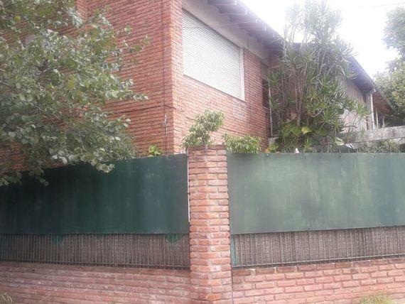 casa con jardin  5 ambientes