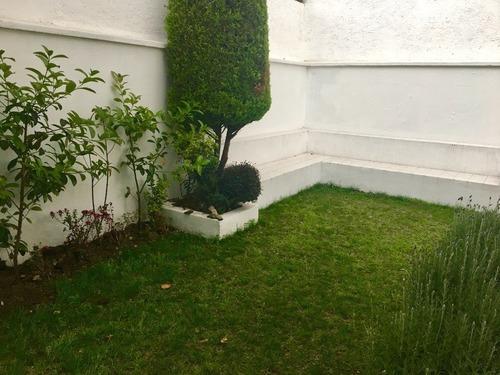 casa con jardin en venta en interlomas