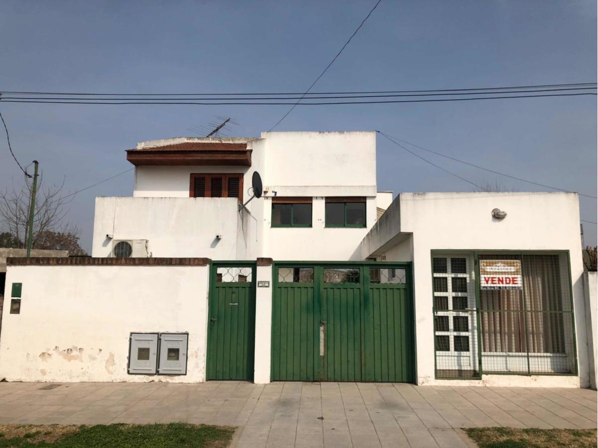 casa con local comercial en barrio bajo belgrano - brandsen