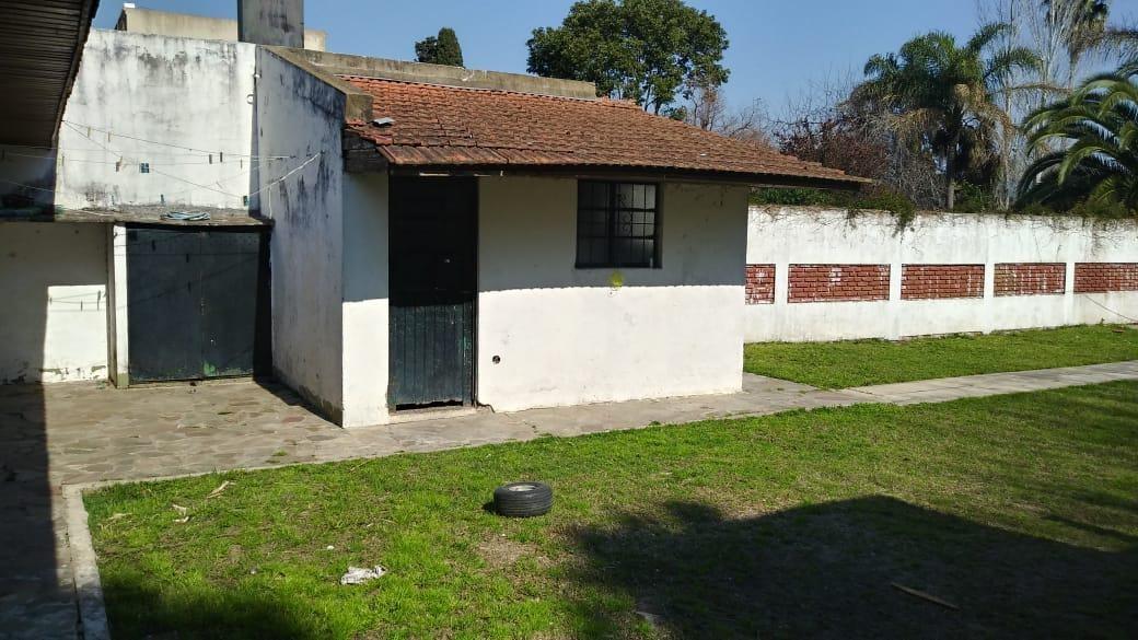 casa con lote de 12 x 60 ideal constructores- city bell