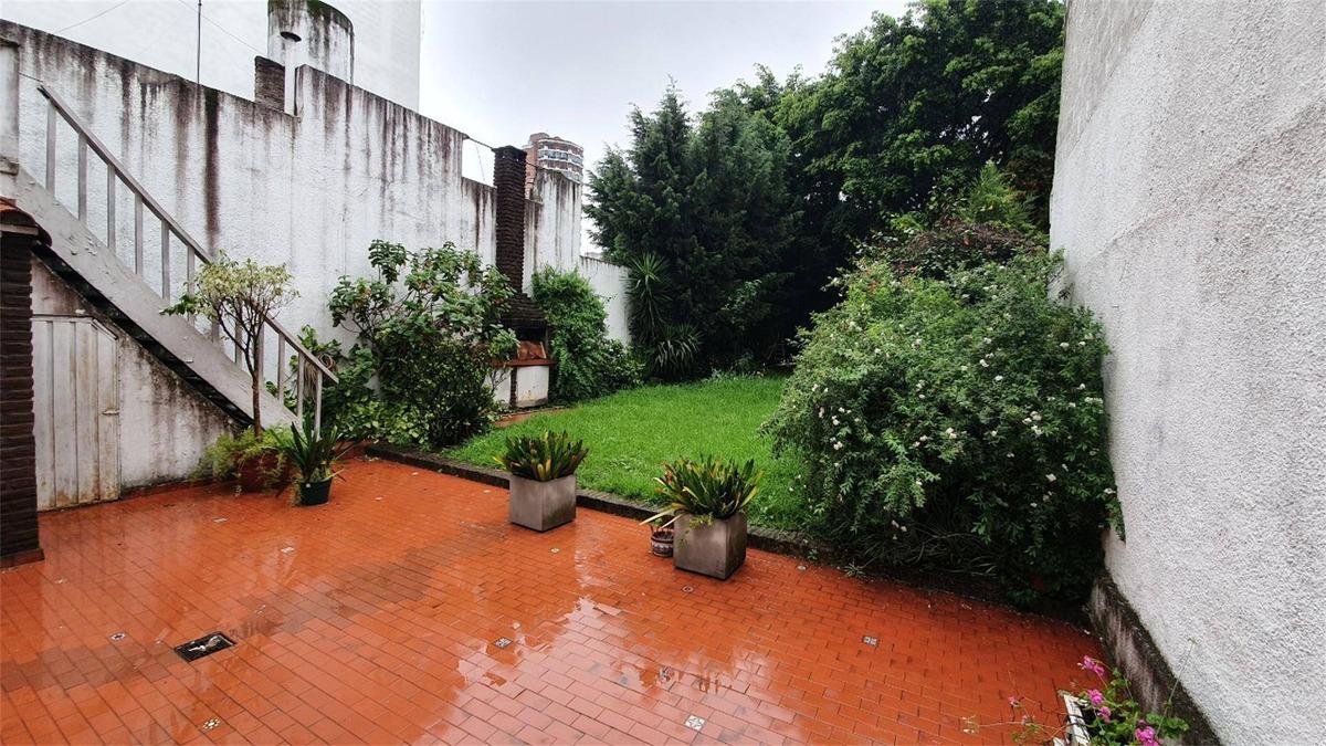 casa con parque en pleno centro de ramos mejia