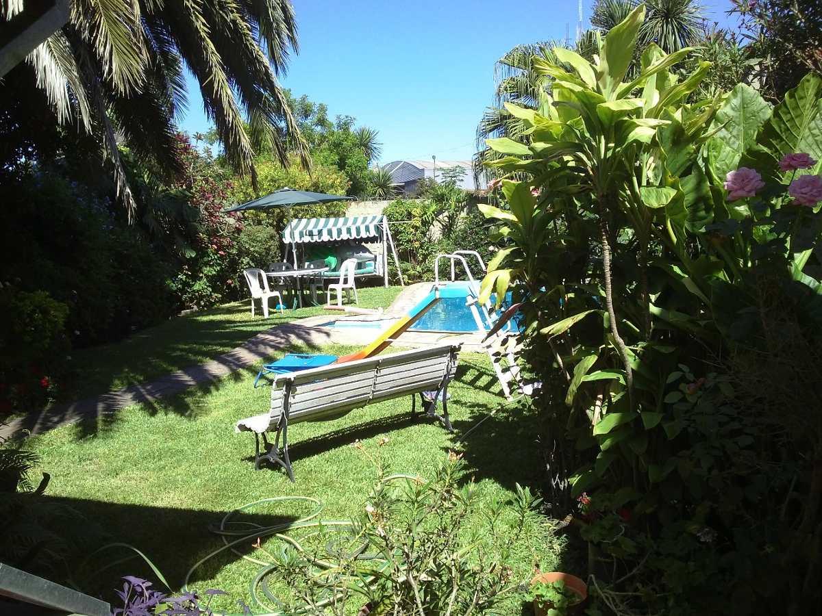 casa con parque y piscina-castelar