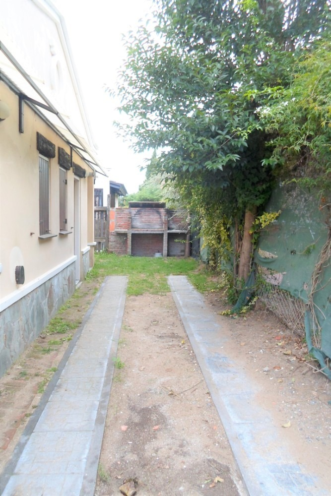 casa con patio en importante barrio residencial!