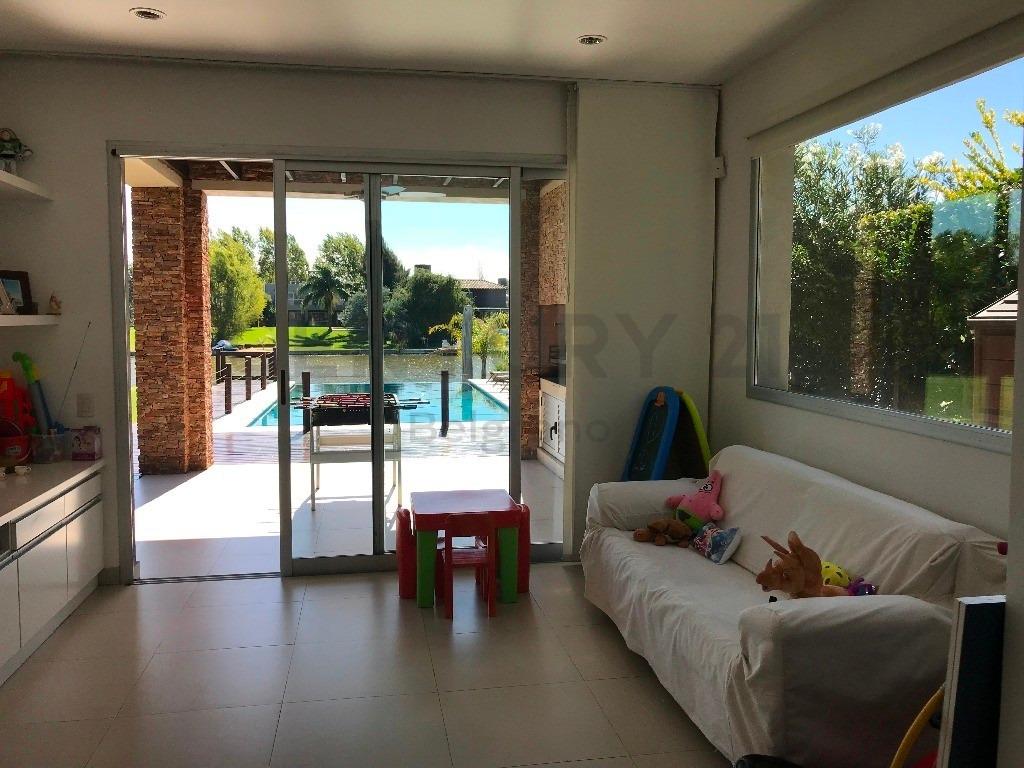 casa con pileta, lote al agua, 4/5 dorms + playroom, 2 plantas, parque, parrilla