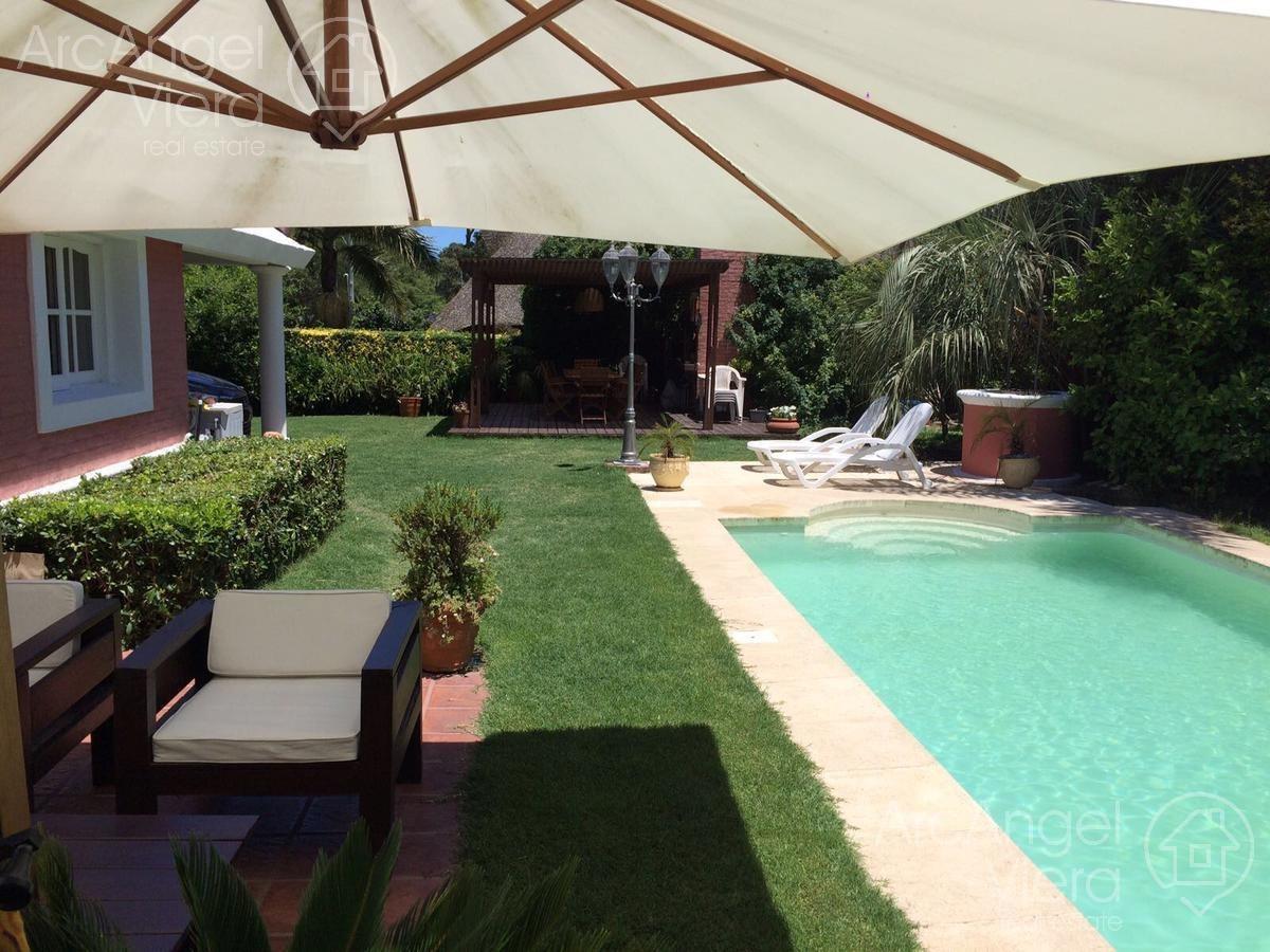 casa con piscina climatizada en alquiler en pinares, cerca al mar