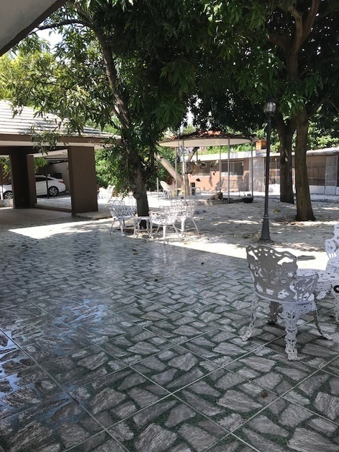 casa con piscina de 5 habitaciones con solar de  1672.85 mts2 en alameda