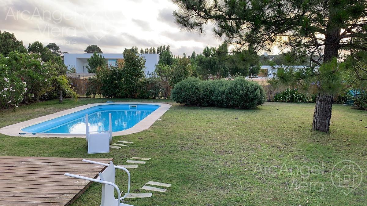 casa con piscina en alquiler anual  en  barrio  privado  en punta del este -la residence