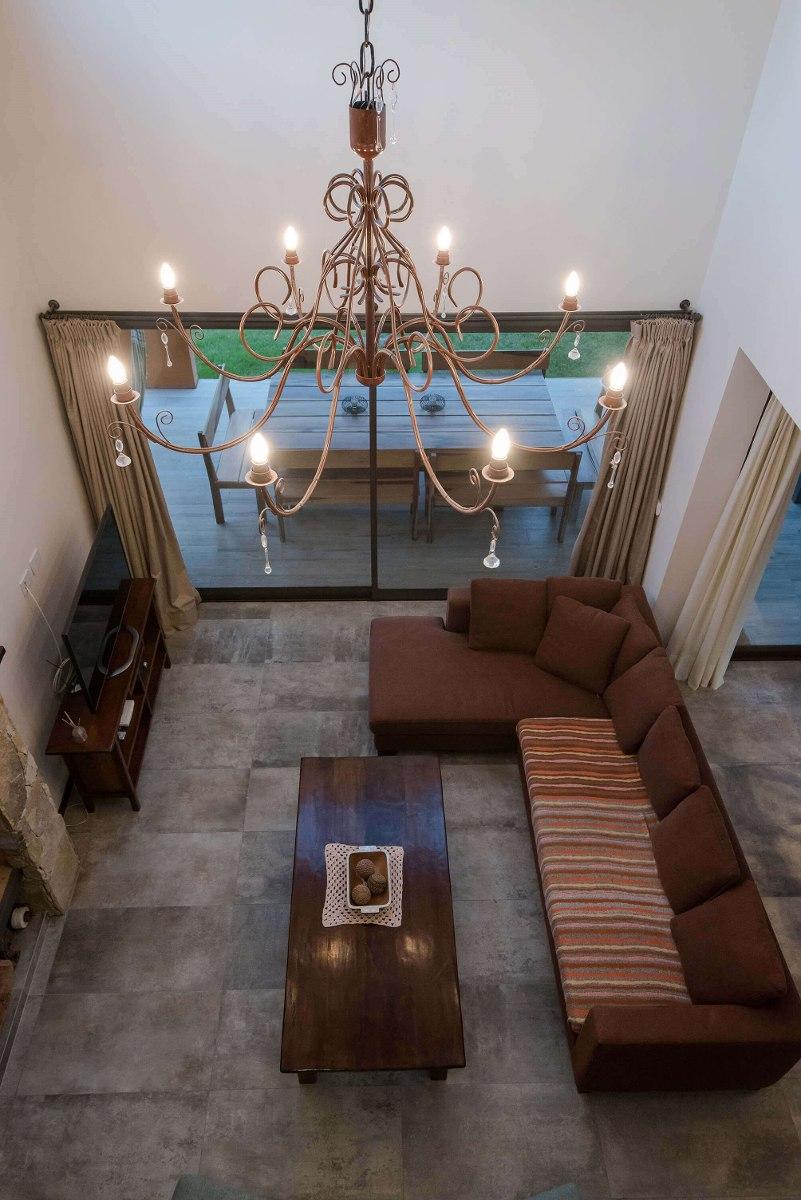 casa con piscina  en costa esmeralda