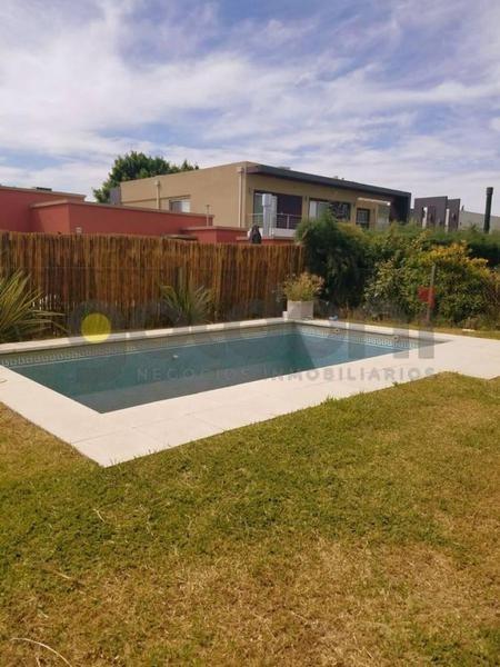 casa con piscina en venta en altos de hudson ll