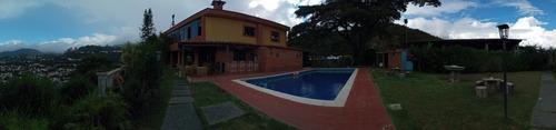 casa con piscina para fiestas infantiles