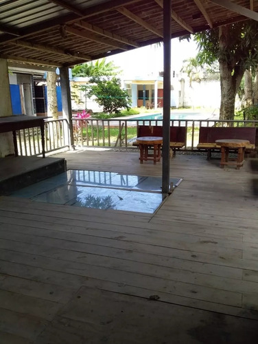 casa con piscina tonsupa/playa azul