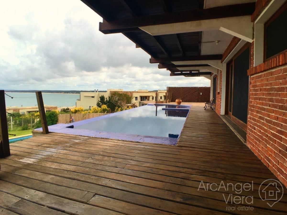 casa con piscina   vista al mar en punta ballena en alquiler   venta