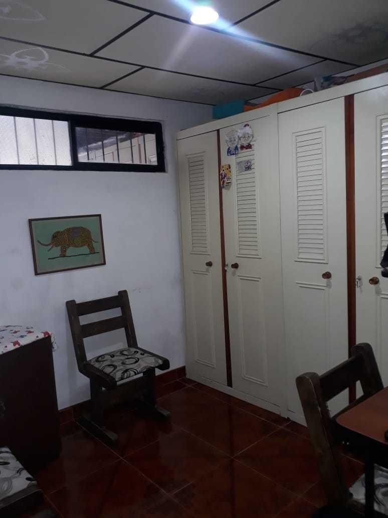 casa con posibildad de ampliación y apartamento interno.