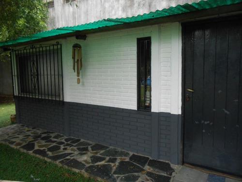 casa con quincho-amplio lote- a 3 cuadras de la estacion!