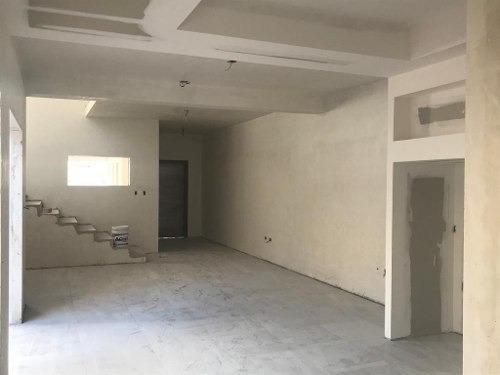 casa con recamara en planta baja, vestidor y baño.