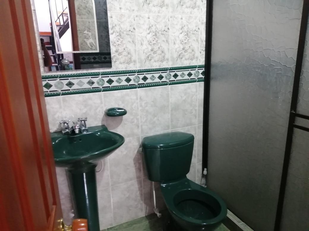 casa  con renta 4 habitaciones, dos baños, sala comedor.
