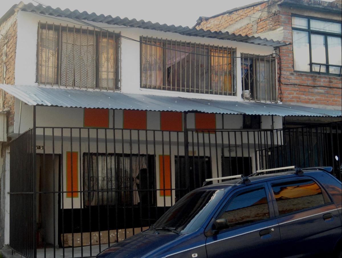 casa con renta en calarca de tres plantas