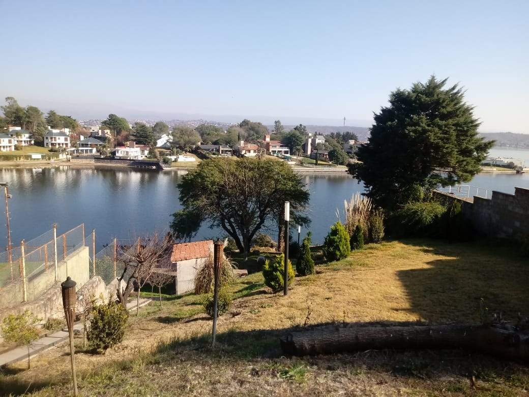 casa con salida al lago _ costa azul _ sobre bach _ terreno 1600m2 _ ideal para 2 familias