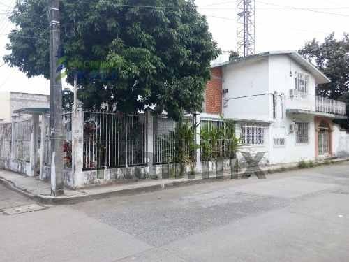 casa con terreno grande en renta en colonia electricistas en tuxpan veracruz, se encuentra ubicada en la calle abasolo # 8 esquina con francisco santos de la colonia electricistas, cuenta con sala, c