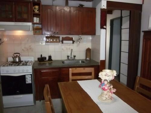casa con tres ambientes y un baño