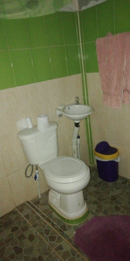 casa con tres cuartos, dos baños, un garaje,cuarto pila.