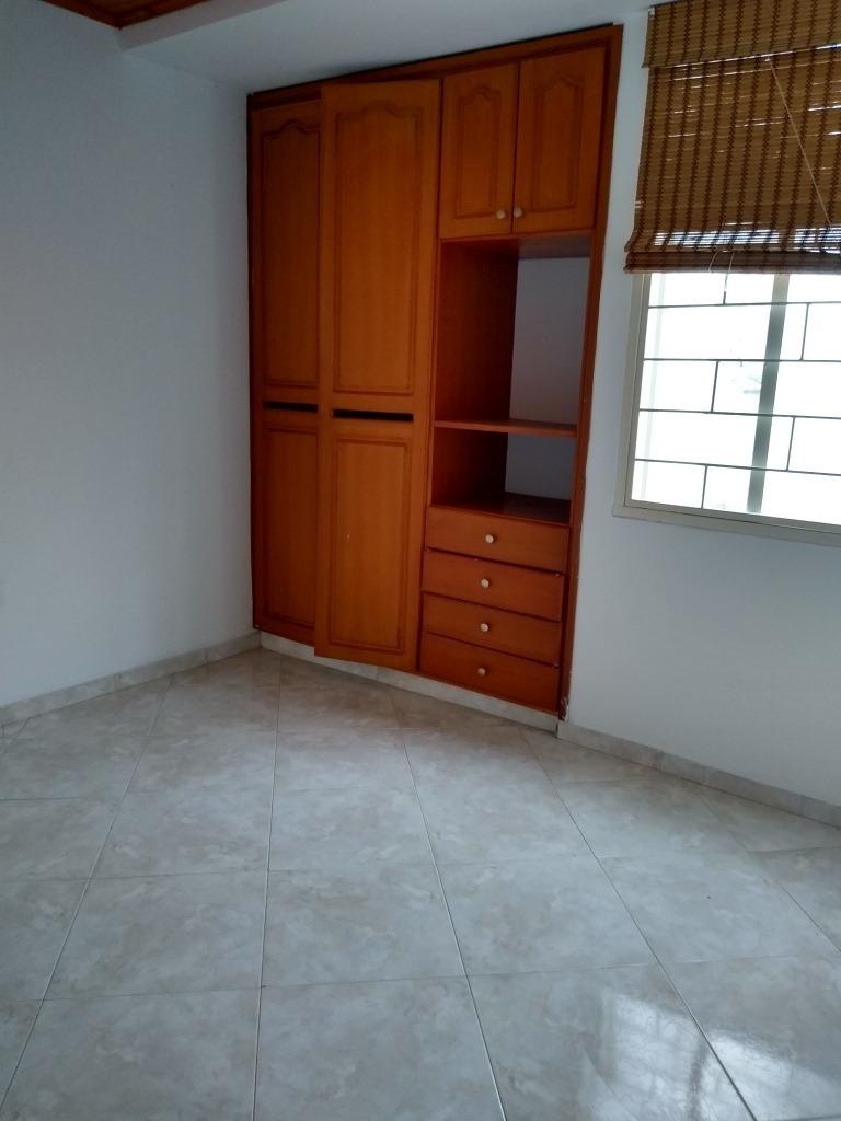 casa con tres habitaciones tres baños sala comedor patilavan