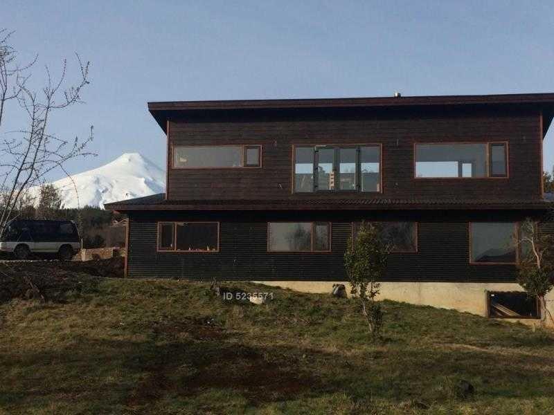 casa con vista al volcán y lago