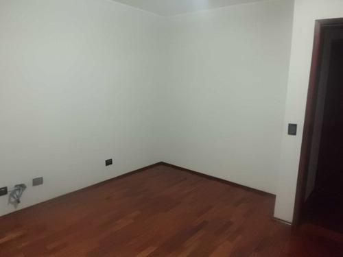 casa condominio fechado, com 04 dormitorios sendo 02 suítes.