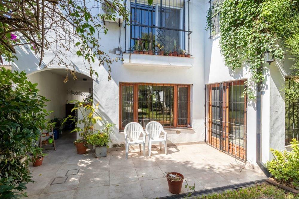 casa cuatro ambientes dos plantas olivos - pileta