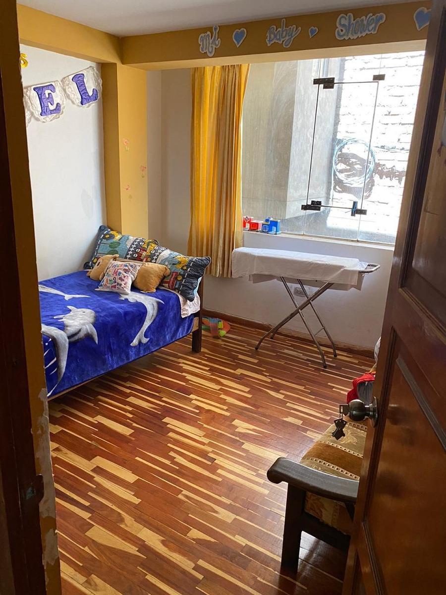 casa de 03 pisos a una cuadra de la universidad andina