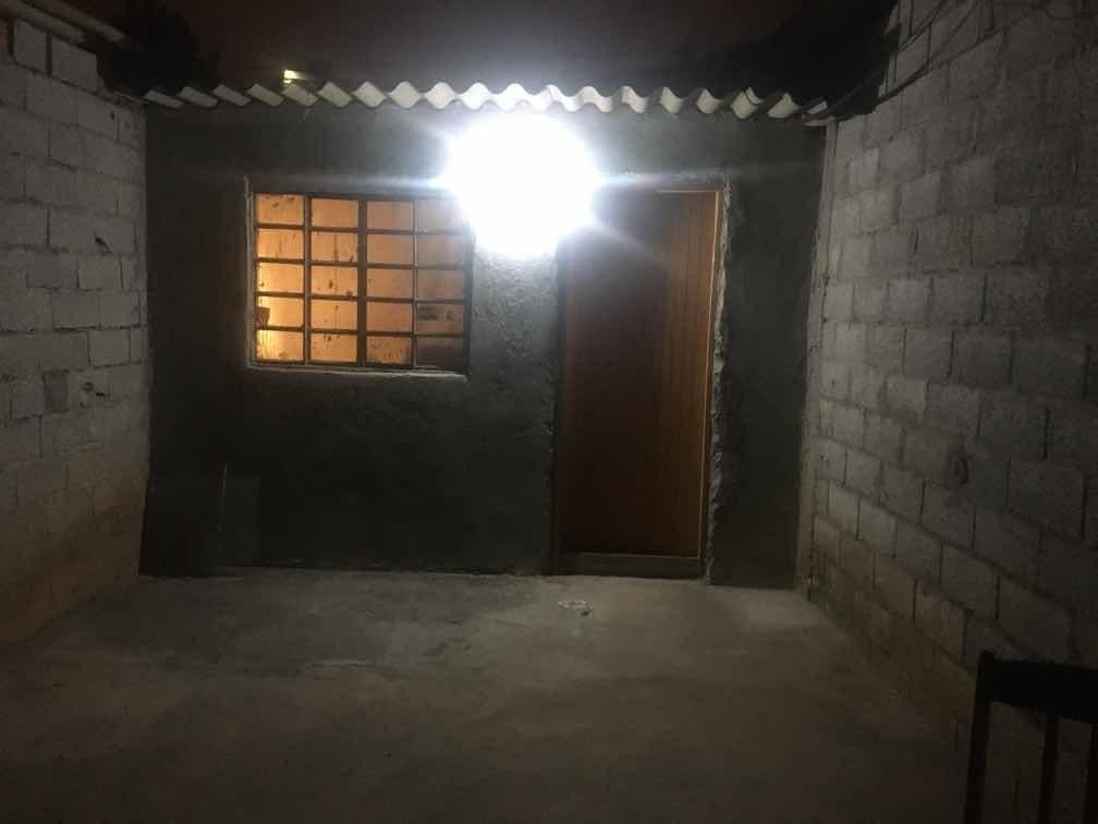 casa de 1 cômodo 1 banheiro