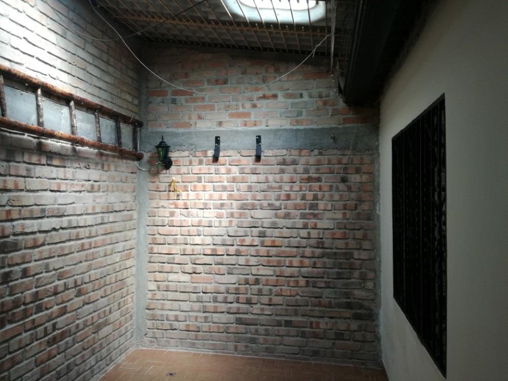casa de 1 piso cubierta de eternit