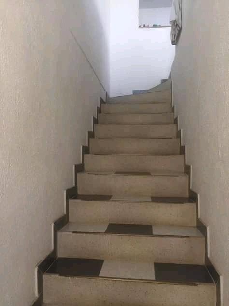 casa de 1,70 metros dos pisos