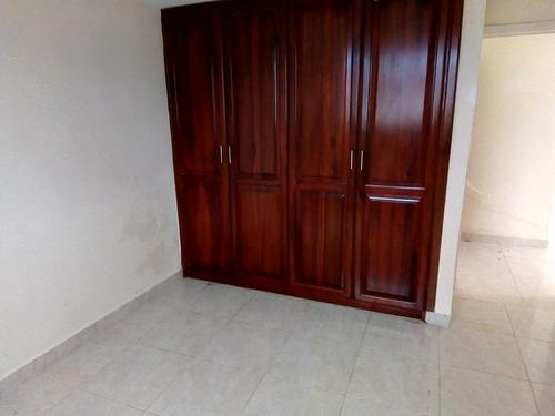 casa de 2 ambientes y 2 baños