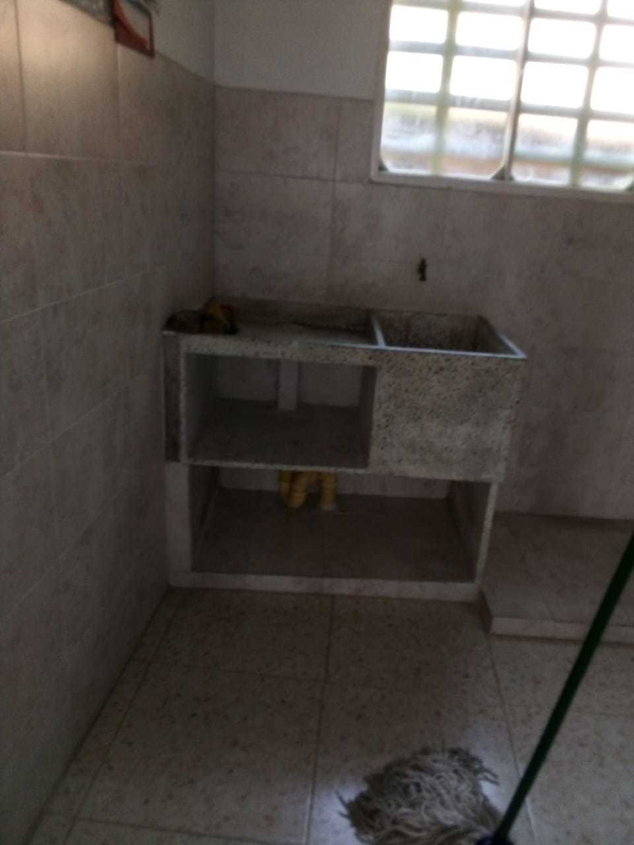 casa de 2 avitaciones 1 baño sala cosina