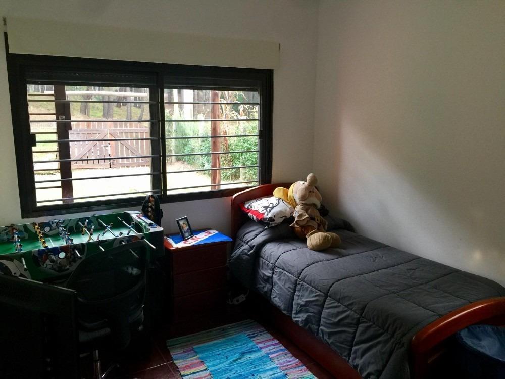 casa de 2 dorm y fondo en excelente entorno en el pinar