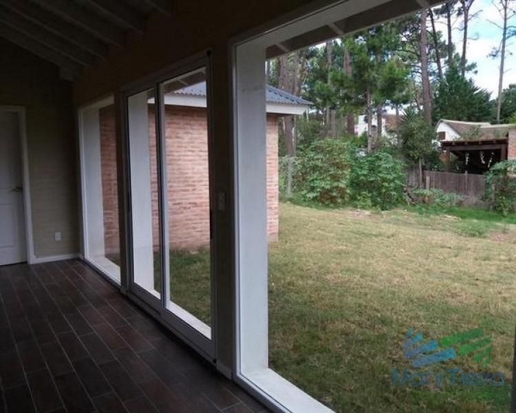 casa de 2 dormitorios a estrenar en venta en punta del este, zona pinares.-ref:1978