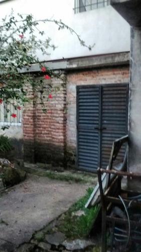 casa de 2 dormitorios a reciclar en 132 (78 y 79), la plata