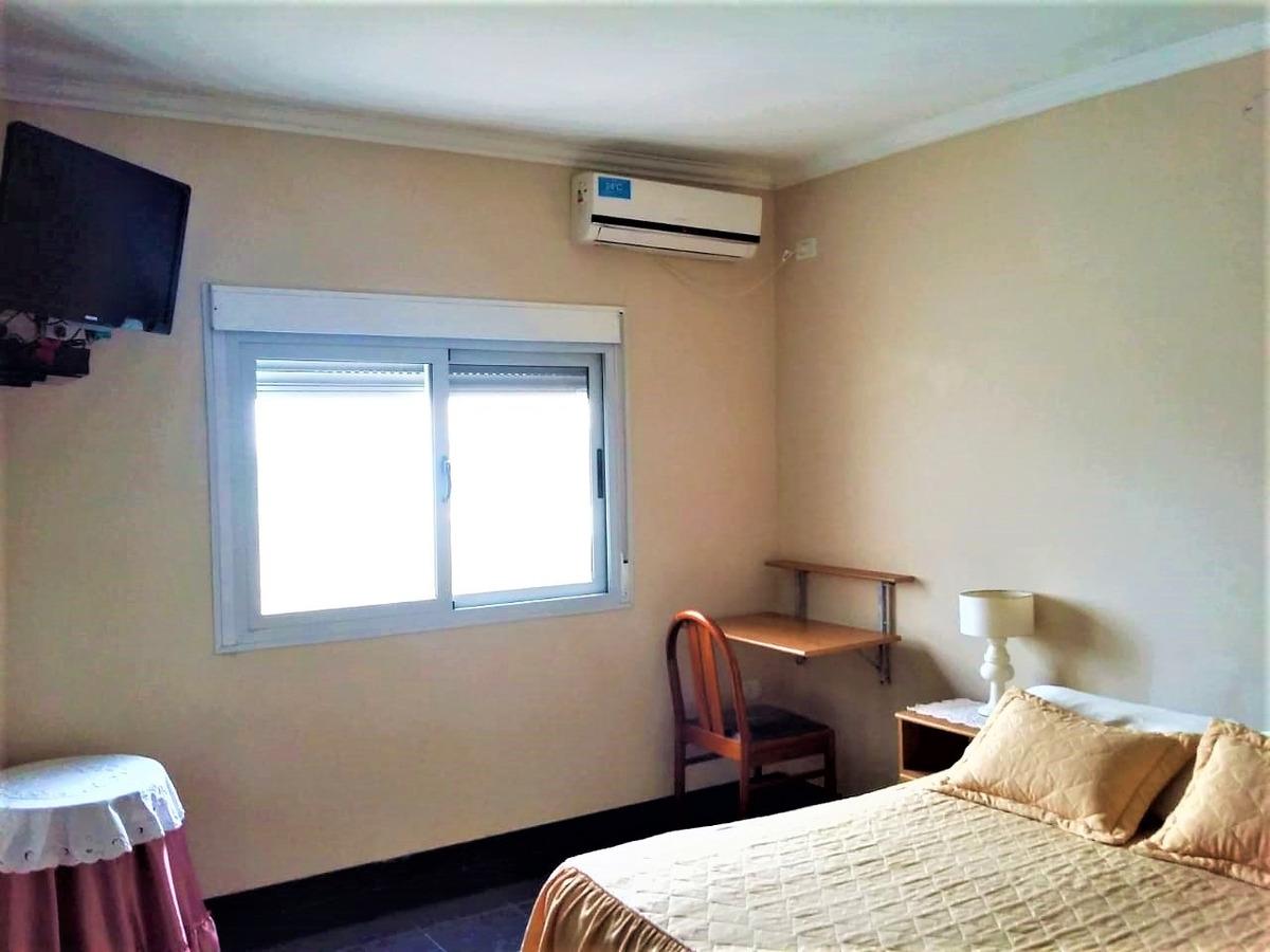 casa de 2 dormitorios con 1400mts de parque