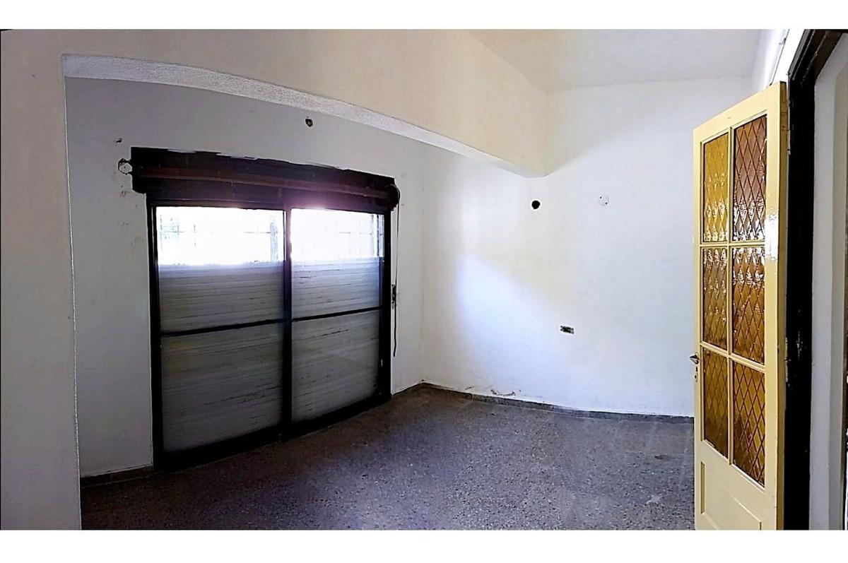 casa de 2 dormitorios con garaje y patio en alquiler, barrio ludueña, rosario
