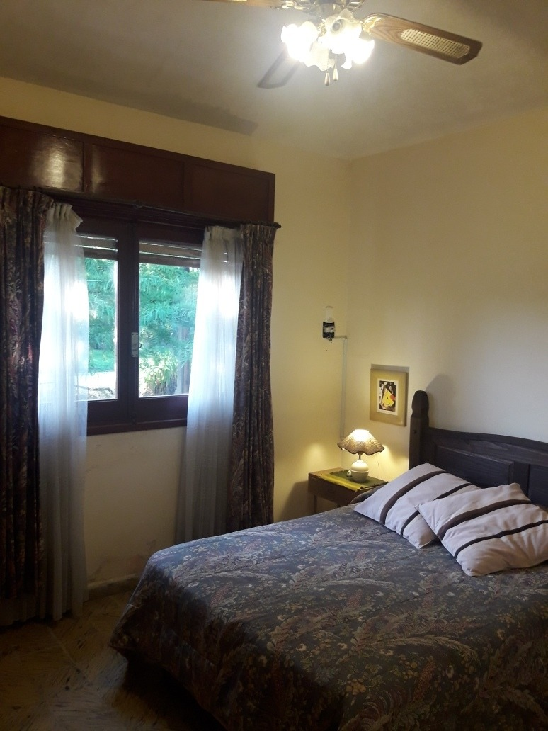 casa de 2 dormitorios con parque y parrillero