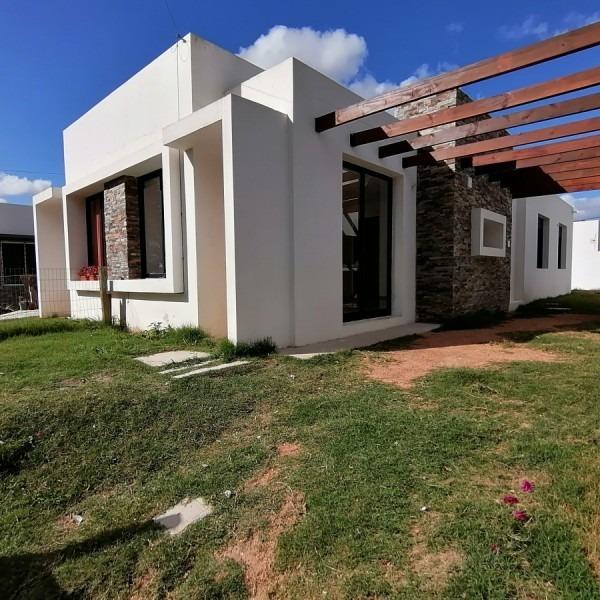 casa de 2 dormitorios en alquiler anual - ref: 1405