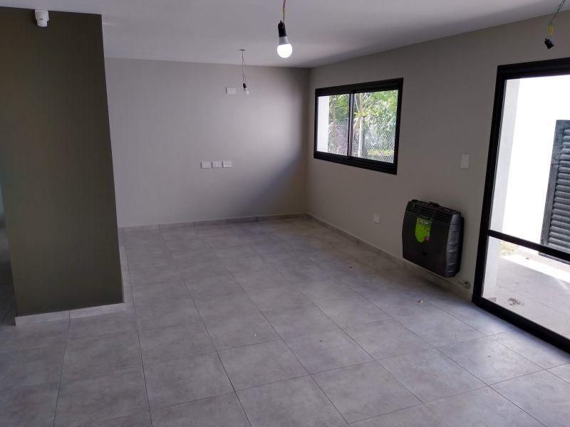 casa de 2 dormitorios en venta en villa elisa