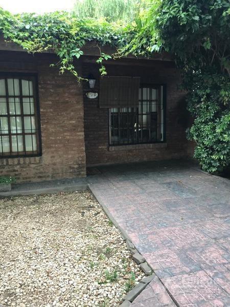 casa de 2 dormitorios en zona residencial de ituzaingo. 1559