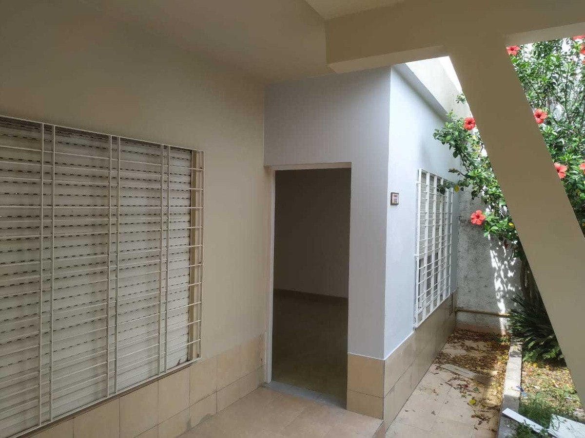 casa de 2 dormitorios, garage y jardín impecable!